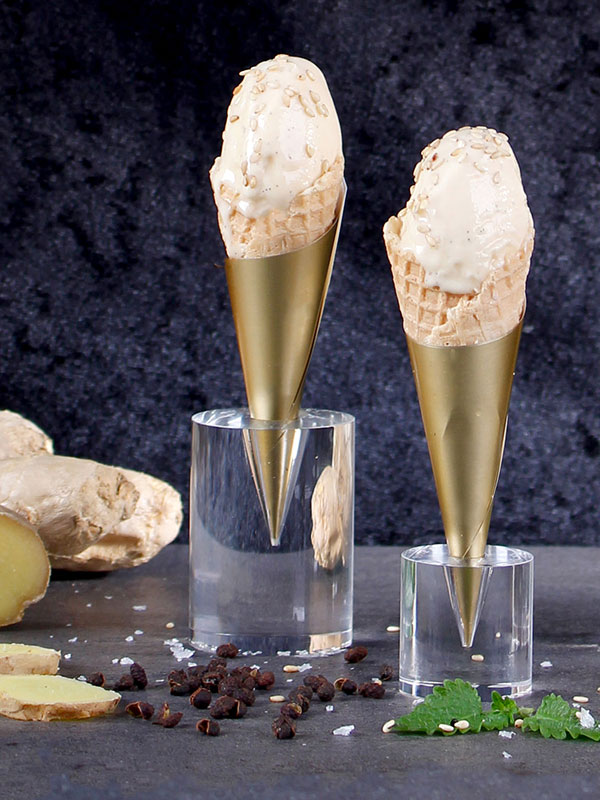 Salt misokaramellglass med ingefära