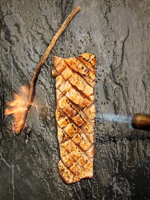 Karamelliserad lax med lakrits